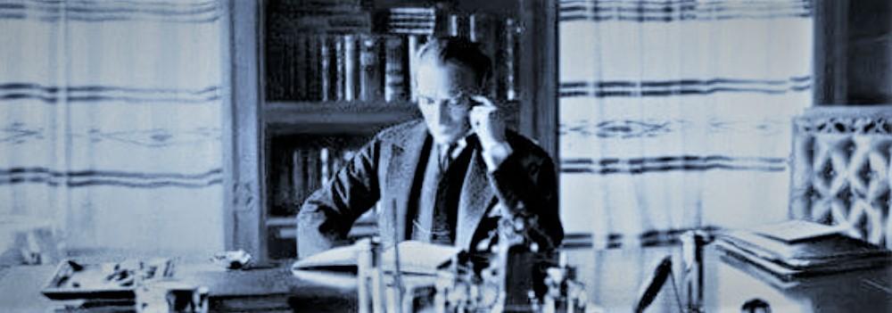 Atatürk çalışırken