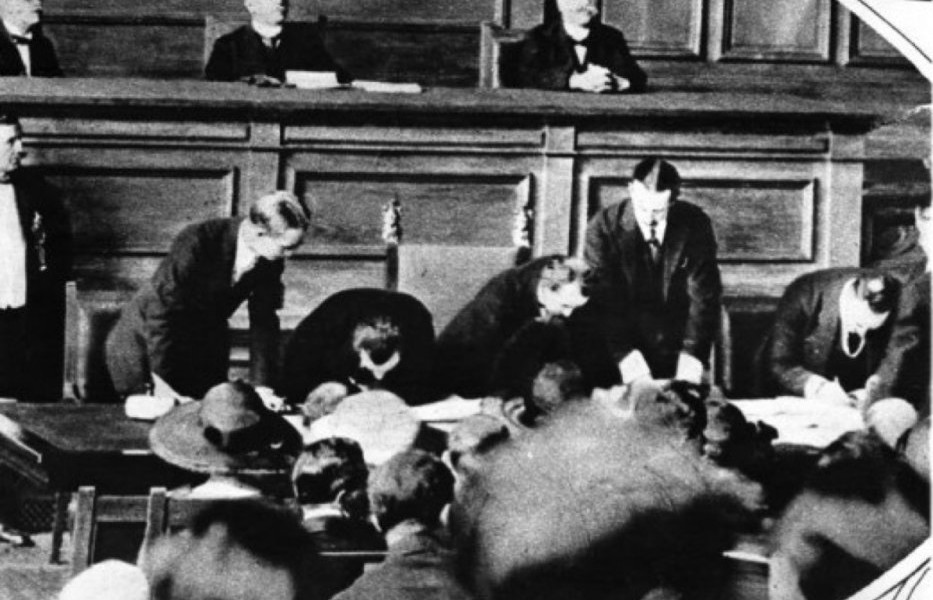 Signing-of-Treaty-of-Lausanne